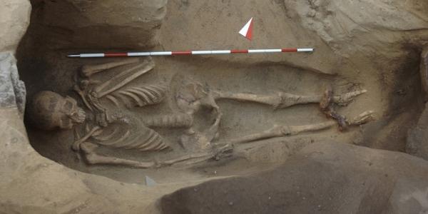 В Италии раскопали этрусскую могилу со костяком в оковах