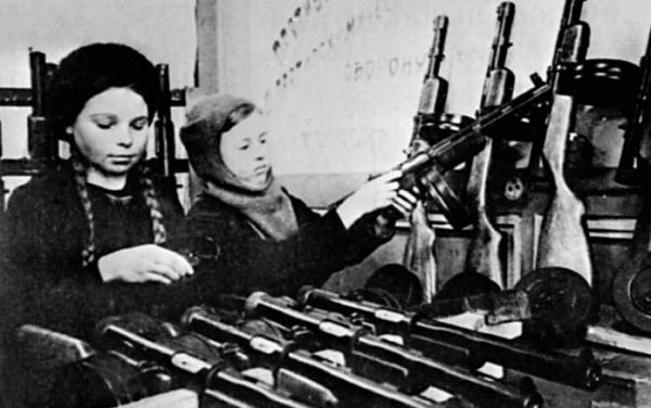 18 января 1943 года - частичное снятие блокады. Ленинград вздохнул, встряхнул с рамен ад