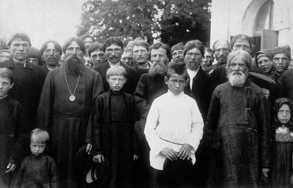 Крестьяне присела Моховое Тульской губернии после воскресной