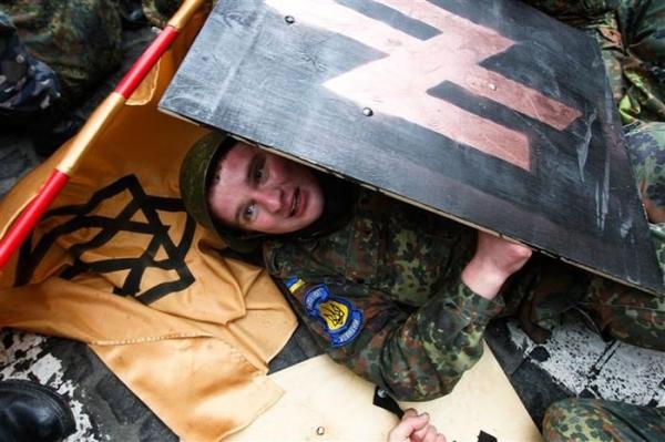 Хунта предлагает реабилитировать всех гитлеровских холуев