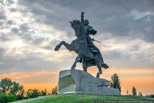 Монумент Суворову в Тирасполе