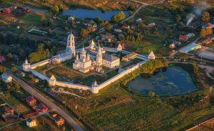 Небольшой и скромный городок Переславль-Залесский как-то был центром княжества и одним из главных городов Руси