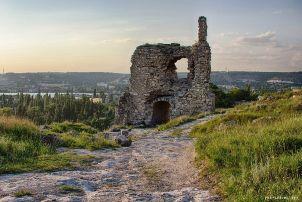 Древняя средневековая крепость Каламита расположена в городе Инкерман