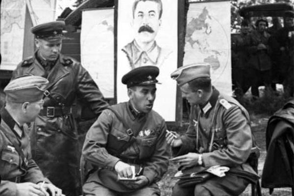 Как русские и немцы стряпали друг друга к войне