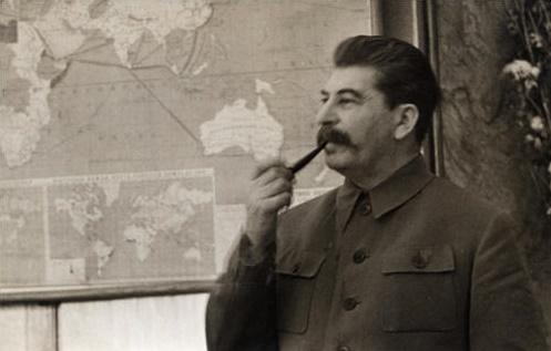 Отчего Хрущев говорил, что Сталин руководил войсками по глобусу