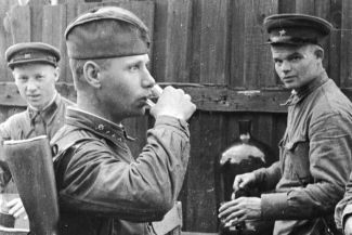Отчего бывалые фронтовики отказывались от «наркомовских» 100 граммов