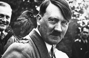 Зачем в 1970 году советские силовики выкинули останки Гитлера в реку Бидериц