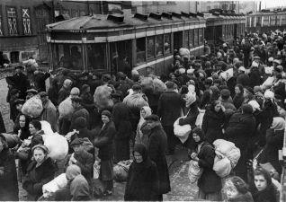 Отчего в октябре 1941 года в Москве стояли очереди в парикмахерскую