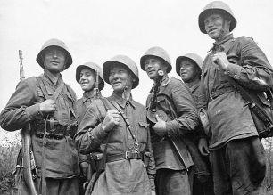 Комбайнеры, преподавателя и китайцы: кого не брали в солдаты в Великую Отечественную
