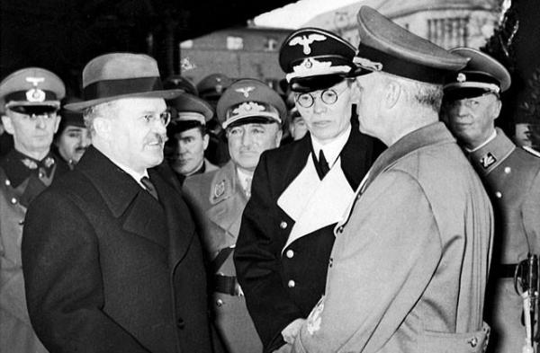 <p>Негласные переговоры Сталина и Гитлера во время войны: почему не договорились?</p>