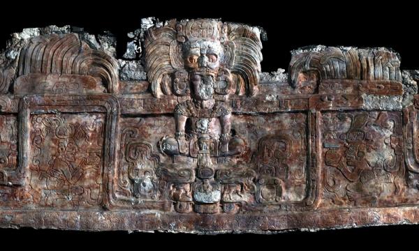 """Обнаружены гробницы таинственных """"змеиных царей"""" майя"""