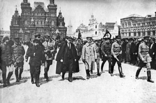 <p>Историк Ольга Эдельман: Между Робеспьером и Лениным - исчезнуть!</p>