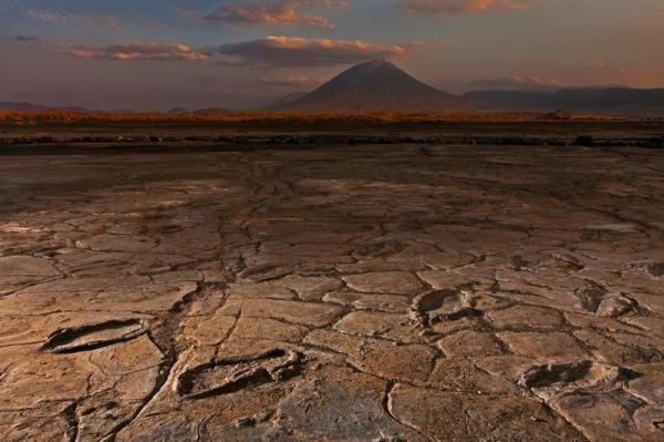 В Танзании обнаружили сотни следов неизвестных древних людей