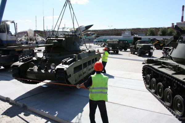 В уральский музей военной техники привезли английские танки