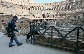 <p>Колизей не пострадал в итоге землетрясения в Италии</p>