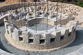 <p>В Британии воссоздали древнюю гробницу, чтобы использовать ее для захоронений</p>