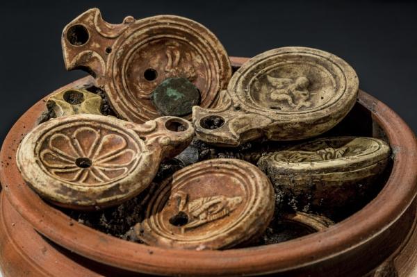 Клад из римских масляных ламп отыскан в Швейцарии