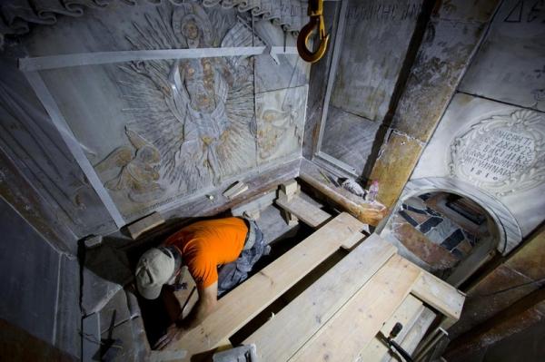 <p>Что отыщи археологи, вскрывшие Гроб Господень</p>