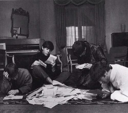The Beatles декламируют и отвечают на письма