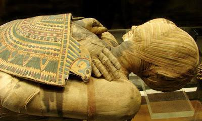 <p>Археологи прочли тексты на мумиях с помощью рентгеновских лучей</p>