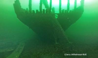 На Балтике отыщи затонувший корабль с сотнями непочатых бутылок