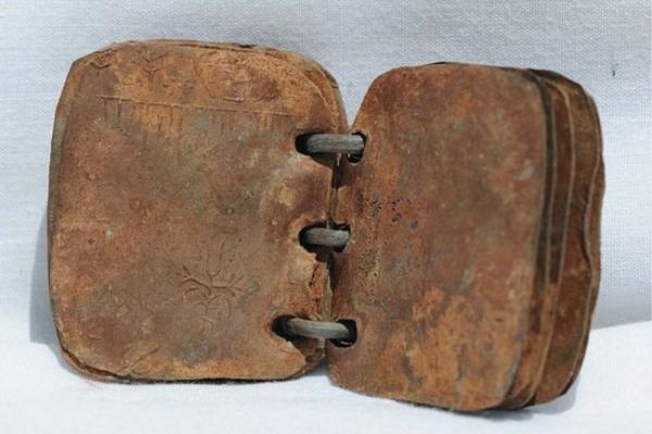 Ученые признали оригинальными свинцовые 2000-летние книги об Иисусе