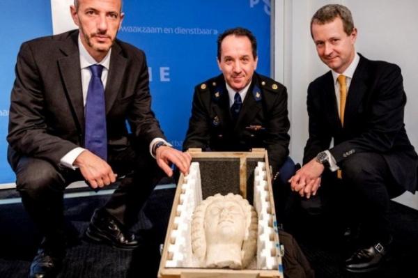 Загадочно пропавшую голову императрицы нашли в Амстердаме
