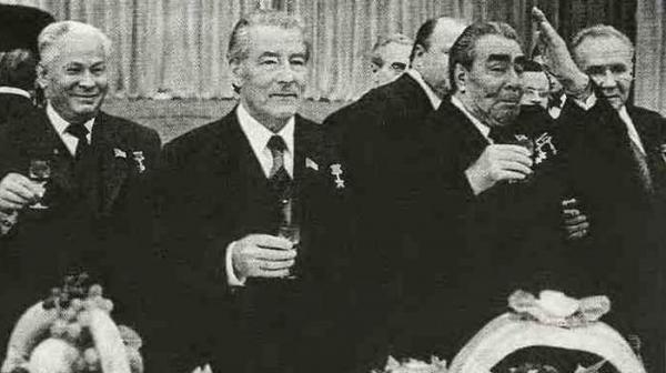 От креатива до банальности. Что подносили друг другу советские руководители?
