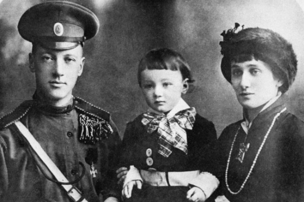"Анна Ахматова: ""Как тебе, сынок, в темницу ночи белые глядели..."""