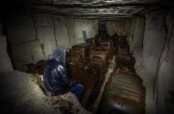 Во Франции отыщи пещеру со спрятанными от немцев машинами