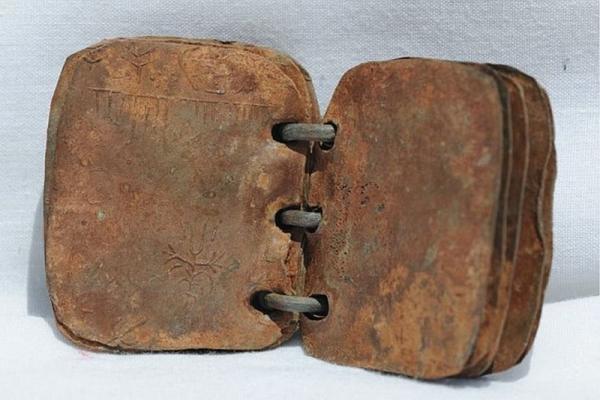 Свинцовый 2000-летний кодекс об Иисусе признан оригинальным