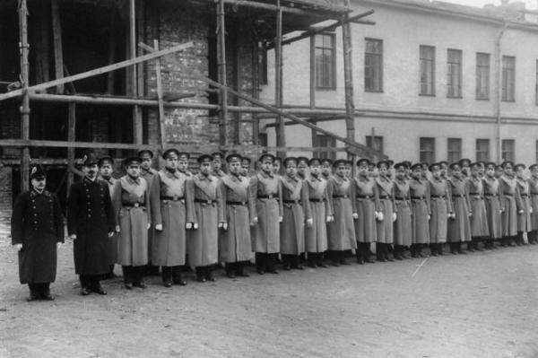 Зачем и как петербургские гимназисты нарушали конфигурацию одежды