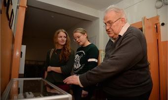 Что деды дарили женам и чем кормили семьи