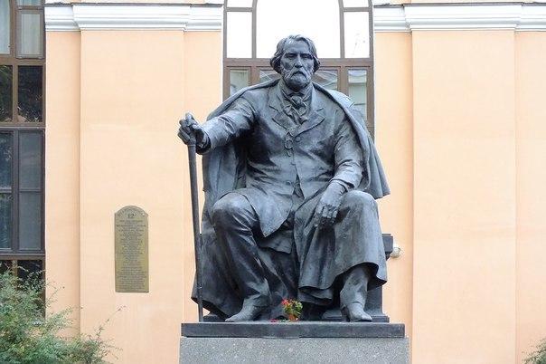 Монумент Тургеневу. Санкт-Петербург.
