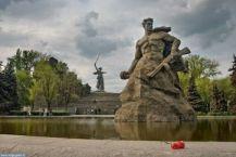 Героям Сталинграда рукоплескал мир.