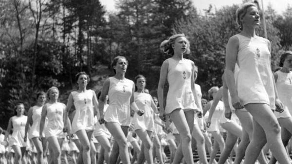 «В нацистском Берлине была толерантность к лесбиянству»