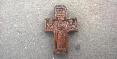 На раскопках под Россонами отыщи уникальный крест времён Ивана Грозного