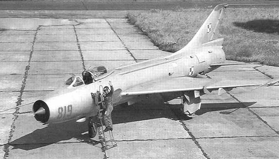 Как в 1973 году авиатехник Вронский нёсся из СССР на секретном истребителе