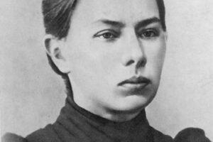 Отчего жена знаменитого художника позволила себе стать пленницей мужа и зачем рисовала портрет в суде