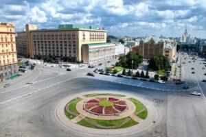 Порожняя клумба на Лубянке — символ новой России