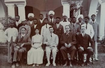 Отчего мессионеры не смогли научить индусов существовать по христианскому Новому Завету