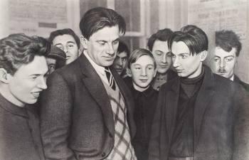 Отчего Горький называл Маяковского «хулиганом от застенчивости», и какие страхи мучили  поэта-«глыбу»