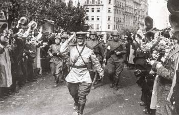 В какие европейские столицы входила победоносная советская армия в 1945 году, и Как горожане встречали бойцов